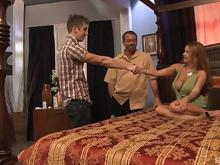 Janet Mason masturbates on the bed before they friend fucks her together