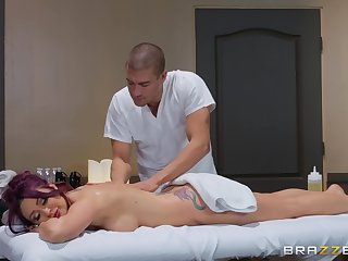 After therapeutic massage Monique Alexander pleases hard client's dick