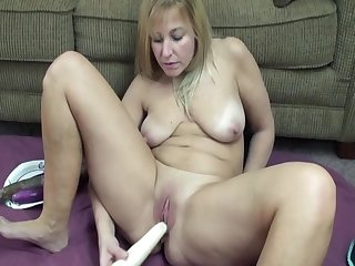 Sexy Blonde Milf Leah Loves To Play With Clit