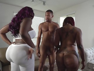 Curvy ebony babes Diamond Monroe and Victoria Cakes in a threesome