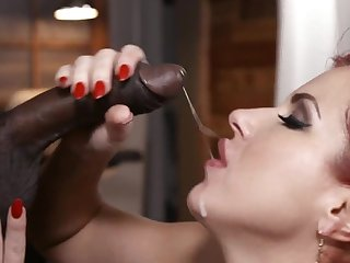 Milf throats the black hammer until the prolong discontinue